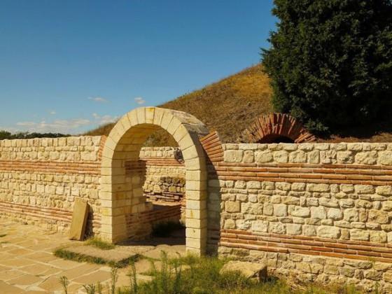 Антична гробница – Поморие