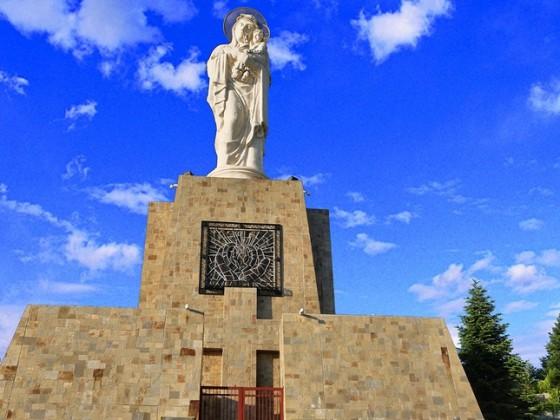 Монумент на Света Богородица