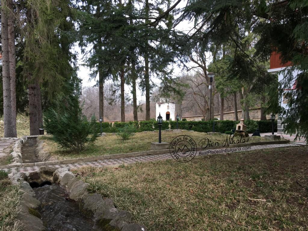 klisurski-monastery-near-the-village-of-barzia-01