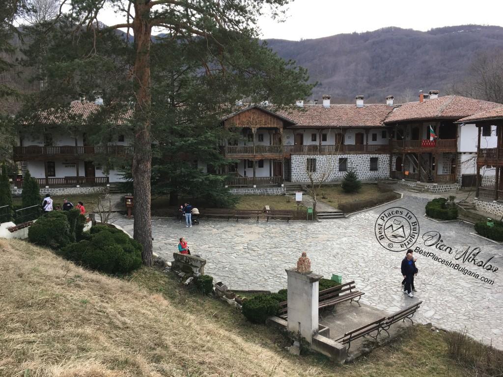 klisurski-monastery-near-the-village-of-barzia-03