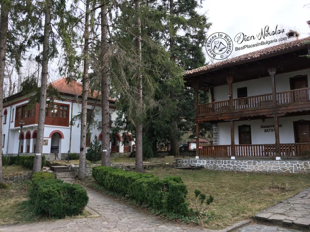 klisurski-monastery-near-the-village-of-barzia-04