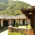 glozhene monastery yard