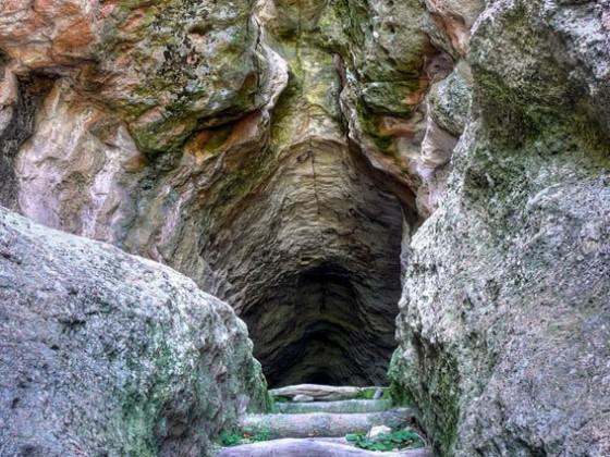 Пещера Утробата – Тангардък кая