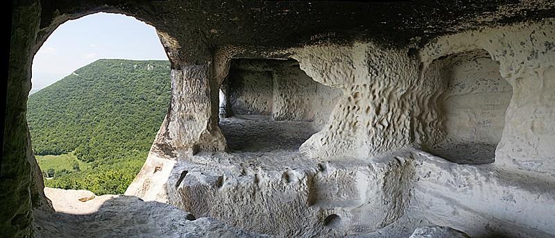 Скален манастир – село Хан Крум