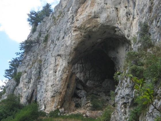 Харамийска дупка