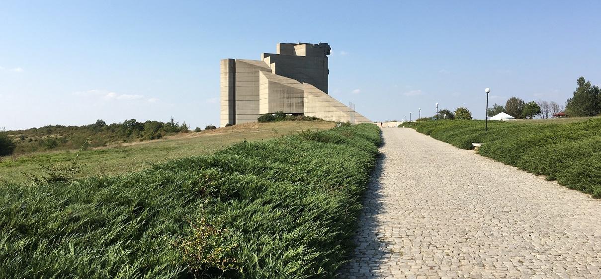 Паметник създатели на Българската държава – Шумен
