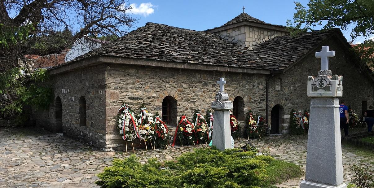 """Историческа църква – костница """"Св. Неделя"""" – Батак"""
