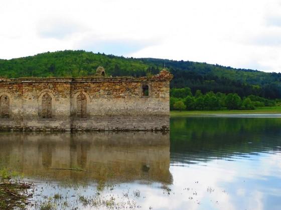 """Потопена църква Св. """"Иван Рилски"""" – яз. Жребчевo"""