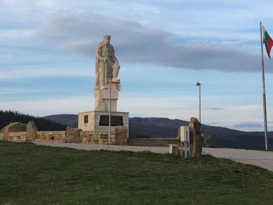 Паметник на Вълчан Войвода – село Раювци